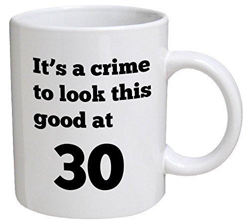 Lawenp Taza divertida de cumpleaños - Es un crimen verse así de bien a los 30, 30 - Tazas de café de 11 oz - Divertido, inspirador y sarcástico -