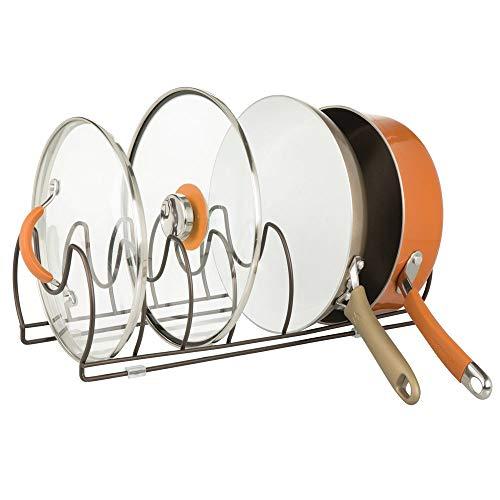 mDesign Geschirrständer für Kochtöpfe, Deckel und Pfannen – kompakter Pfannenhalter für den Küchenschrank – platzsparender Ständer für Kochgeschirr aus Metall – bronzefarben