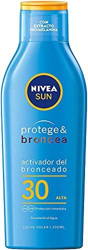 NIVEA SUN Protege & Broncea Leche Solar Activadora del Bronceado FP30 (1 x 200 ml), potenciador del bronceado resistente al agua, protección solar alta