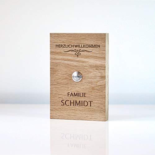 Türklingel aus Holz mit rundem Klingeltaster aus Edelstahl und individueller Gravur als Klingelschild für die Haustür im Format 12x18cm