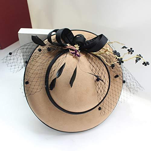 El Sombrero de la Novia está Decorado con un Vestido de Novia y un Adorno navideño. Sombrero