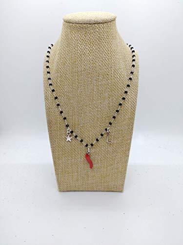 Collana girocollo stile rosario con filo di colore argento, cristalli neri e ciondoli con lettera,cornetto rosso portafortuna e stella.