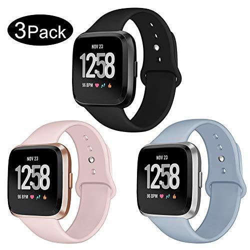 Kmasic Sport Armband Kompatibel Fitbit Versa, Soft Silikon Ersatz Armband Kompatibel Fitbit Versa Smart Fitness Uhr, 3 Pack-Schwarz/Sand Rosa/Hellblau, Groß