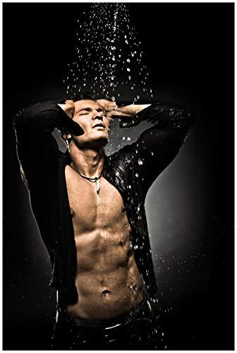 Wallario Glasbild Sexy Mann unter der Dusche - 60 x 90 cm in Premium-Qualität: Brillante Farben, freischwebende Optik