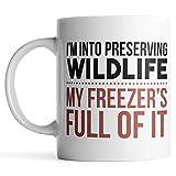 N\A aza I 'M Preserving Wildlife My Freezer' S Full of It - Taza de Caza - Tazas de café de Caza para Hombres - Regalos Divertidos de Caza