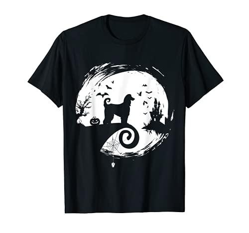 Disfraz de perro afgano Halloween silueta de luna espeluznante Camiseta