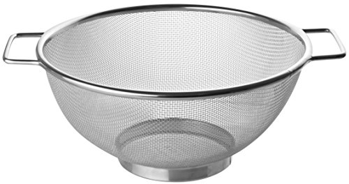 Fackelmann Sieb Ø 26 cm, Küchensieb aus Edelstahl, feinmaschiger Seiher mit 2 Griffen (Farbe: Silber), Menge: 1 Stück