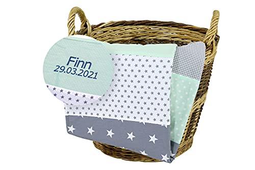 ULLENBOOM ® Babydecke mit Namen und Datum bestickt, 70x100 cm Mint Grau - Baby Kuscheldecke Personalisiert, aus ÖkoTex Baumwolle & Fleece, ideal als Kinderwagendecke oder Spieldecke