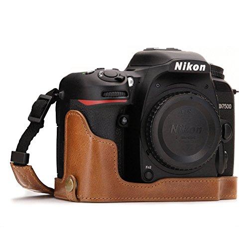 MegaGear Nikon D7500 Ever Ready Custodia metà copertura in Vera pelle per Fotocamera con Tracolla - Marrone - MG1251
