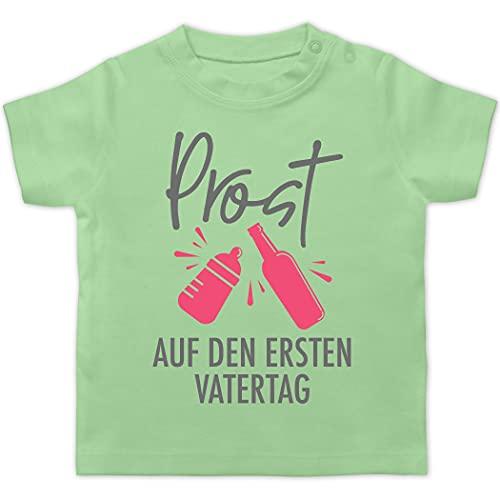 Vatertagsgeschenk Papa Tochter & Sohn Baby - Prost auf den ersten Vatertag - grau/pink - 18/24 Monate - Mintgrün - T-Shirt - BZ02 - Baby T-Shirt Kurzarm