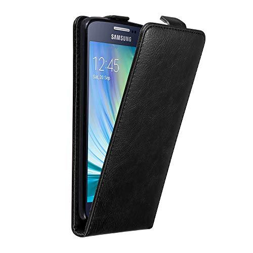 Cadorabo Custodia per Samsung Galaxy A3 2015 in NERO DI NOTTE - Protezione in Stile Flip con Chiusura Magnetica - Case Cover Wallet Book Etui
