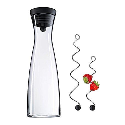 WMF Basic Wasserkaraffe Set 3-teilig, Karaffe mit 2 Fruchtspieße (18 und 24 cm), Glas-Karaffe 1,5l, Höhe 32,7 cm, Silikondeckel, CloseUp-Verschluss