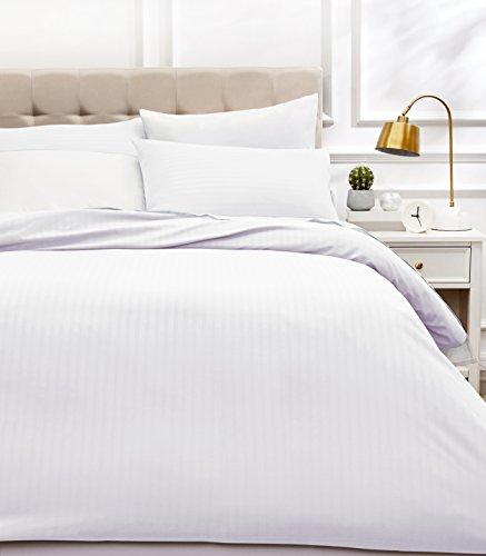 Amazon Basics - Juego de ropa de cama con funda nórdica de microfibra y 2 fundas de almohada - 200 x 200 cm, blanco brillante