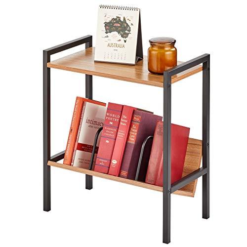 mDesign Mesa auxiliar con repisa para libros – Mesa de recibidor en estilo industrial con 2 niveles, de metal y madera – Estantería pequeña con balda superior y revistero – negro y marrón nogal
