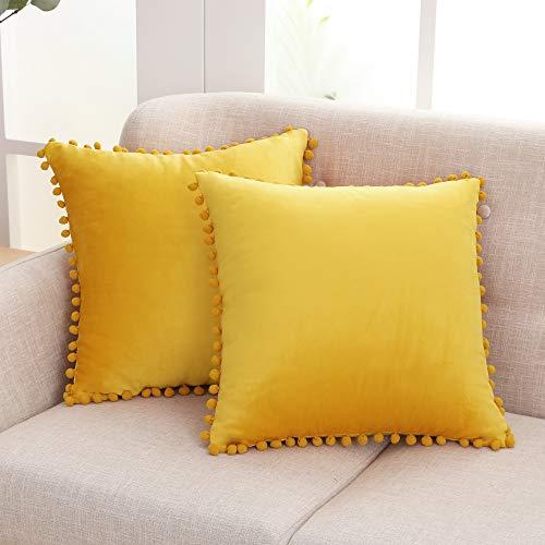 Deconovo Fundas de Cojines Almohadas Terciopelo Suave Decorativa Hogar con Pelota para Sofás Dormitorio Pack de 2 50 x 50 cm Amarillo Claro