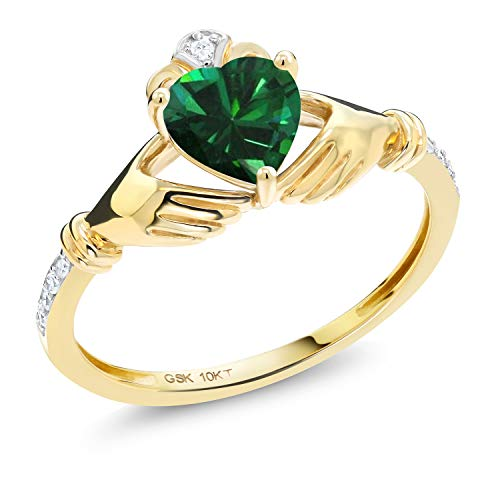 Gem Stone King 10K Yellow Gold Green Simulated Emerald and Diamond Accent Irish Celtic Claddagh Ring (0.74 Cttw) (Size 8)