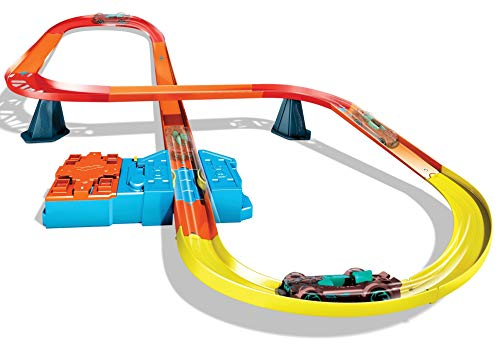 Hot Wheels id Track Builder Unlimited Super-8 Kit with a 1:64 Scale Vehicle