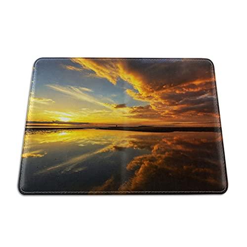 Sunrise On the Sea Beach - Funda para pasaporte de piel, diseño de nubes