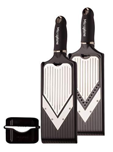 Microplane Mandolina a V con regolabile con accessorio julienne con lame affilate in acciaio inossidabile in nero, proteggi-dita incluso