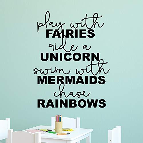 Wall Quote Decal spelen met feeën rijden, eenhoorn zwemmen met zeemeerminstaart regenboog meisjes kinderkamer muur kunst decor vinyl muur decal