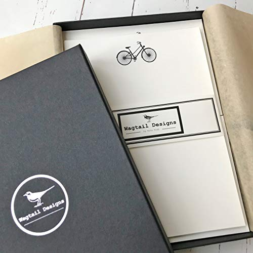 Wagtail Designs Schrijven Papier Geschenkset met een Fiets Illustratie in een Zwarte Doos met Lint (18 Vellen van Kwaliteit Schrijven Papier met Bijpassende enveloppen)