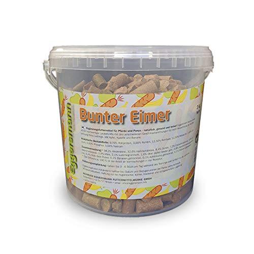 Eggersmann Lecker Bricks Bunter Eimer – Belohnungsfuttermittel für Pferd - Apfel, Banane, Karotte - 3 kg Eimer