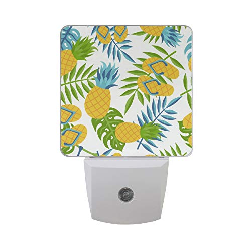 AOTISO Ananas met Jungle Palm Leaf en Flip Flop Fun Tropical Summer Design Auto Sensor Nachtlampje Plug in Indoor