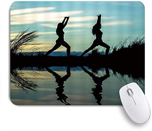 XWJZXS Tappetino per mouse,Sport Fresh Morning Bodybuilding Immagine dinamica Due donne Stretch Body Reflect On Calm Lake Weed Dawn Sky , per ufficio, casa e giochi Mousepad Computer e PC Antiscivolo