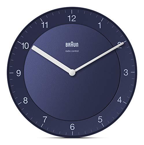 Braun Klassische Funkwanduhr Mitteleuropäische Zeitzone (MEZ/GMT+1) mit ruhigem Uhrwerk, leicht lesbarem Zifferblatt mit 20cm Durchmesser in Blau, Modell BC06BL-DCF.