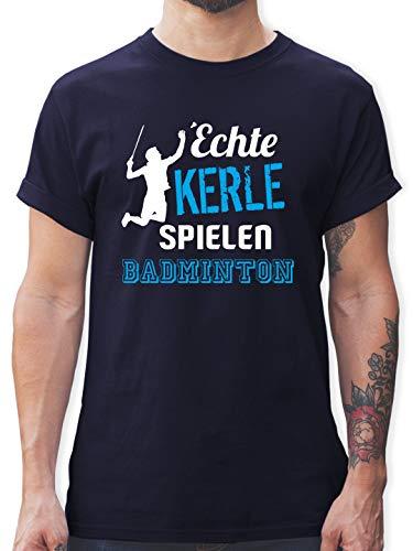 Sonstige Sportarten - Echte Kerle Spielen Badminton - M - Navy Blau - L190 - Tshirt Herren und Männer T-Shirts