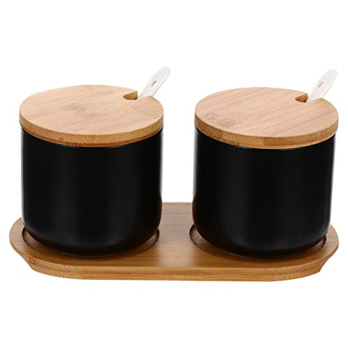 BESTonZON Zuckerdose mit Löffel Deckel Keramik Vorratsdosen Holzdeckel 2pcs Gewürzbehälter mit Untersetzer Zucker Salz Gewürz Pfeffer Kräuter Dosen Küche Hause Restaurant Schwarz
