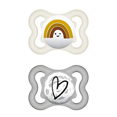 MAM Supreme Schnuller im 2er-Set, Babyschnuller für eine gesunde Zahn- und Kieferentwicklung, beugt Hautreizungen vor, mit Schnullerbox, 0-6 Monate, Regenbogen/Herz