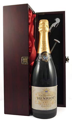Henriot Brut Millesime Vintage Champagne 1981 in einer mit Seide ausgestatetten Geschenkbox. Da zu vier Wein Zubehör, Korkenzieher, Giesser, Kapselabschneider,Weinthermometer, 1 x 750ml