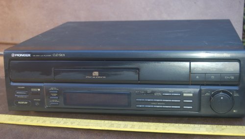 Pioneer LaserDisc & CD Player Model CLD–S201