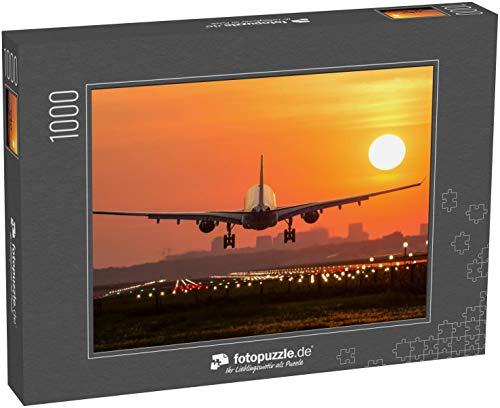 Puzzle 1000 Teile Das Passagierflugzeug landet bei einem wunderschönen Sonnenaufgang - Klassische Puzzle, 1000/200/2000 Teile, in edler Motiv-Schachtel, Fotopuzzle-Kollektion 'Verkehr'