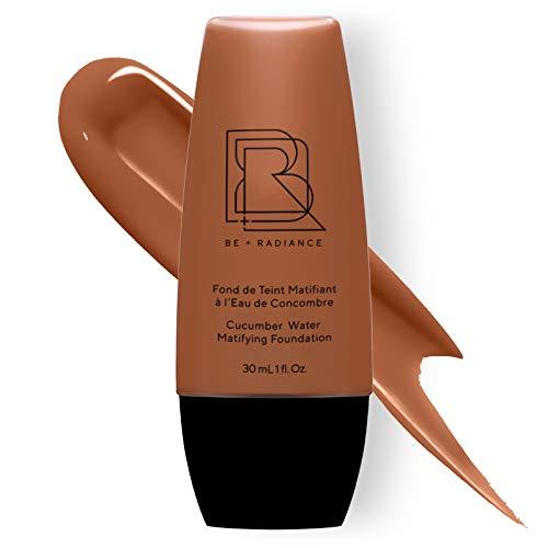 Be+Radiance 63 Fondotinta Opacizzante Fluido all Acqua di Cetriolo Coprente da Leggero a Medio, Naturale per Tutti Pelle No Transfer, Vegan - 30 ml