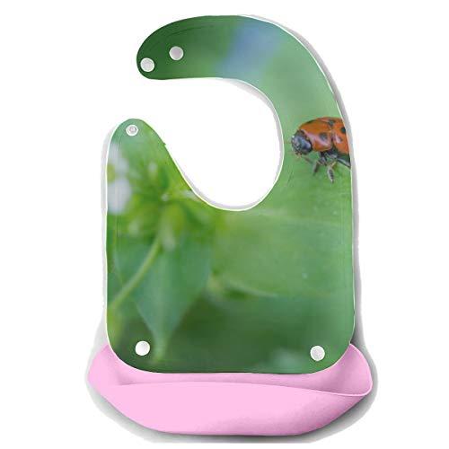 N\A Bavoirs de dentition garçon Adybug sur herbe Macro Close Up Tablier d'alimentation en silicone détachable Serviette de souris Alimentation pour bébé Dribble Drool Bib Infant nourrissant Bib