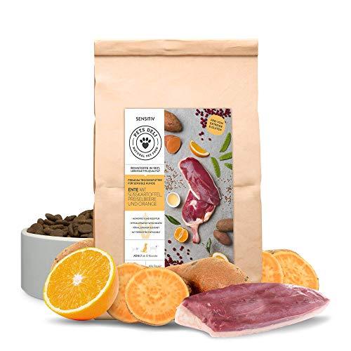 PETS DELI - NATURAL PET FOOD Hundefutter trocken 2 kg | Ente mit Süßkartoffel, Preiselbeere und Orange | Sensitiv Trockenfutter für Hunde mit 50% Fleischanteil, getreidefrei und ohne unnötige Zusätze