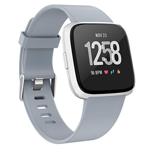 Adepoy für Fitbit Versa Armband, Sportliches Weiches Ersatzarmband Kompatibel mit Versa Lite/Versa Special Edition/Versa 2, Damen Herren (Grau, Klein)