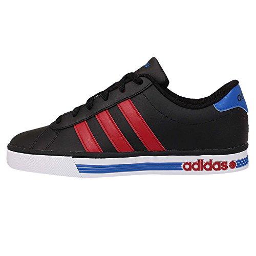 adidas - Daily Team - F76621 - Farbe: Schwarz-Rot-Blau - Größe: 46 EU