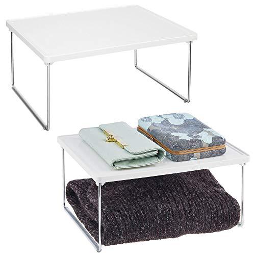 mDesign Set da 2 organizer armadio in metallo e plastica per sfruttare lo spazio verticale – Mensola aggiuntiva per ripiani – Divisorio per armadi adatto anche a cucina o bagno – bianco
