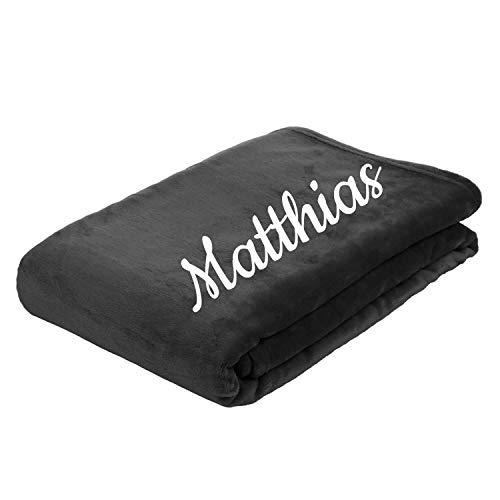 Deitert Kuscheldecke mit Namen oder Wunschtext Bestickt, extra weiche und gemütliche Sofadecke/Wohndecke, hochwertiges Fleece, personalisiertes Geschenk,150 x 200cm, Anthrazit