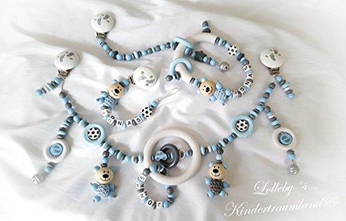 Kinderwagenkette für Jungen mit Wunschnamen - Geschenk zur Taufe, Geburt (KOMPLETT SET: Kinderwagen-, Schnullerkette & Anhänger - Weiß, Hellblau, Fußball, Teddy -)
