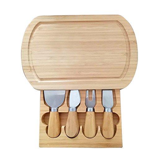Servizio elegante e alla moda! I prodotti in bambù ecologici portano il fascino in tavola. I pezzi sono ideali per la presentazione di classici piatti di formaggio. Dimensioni del tagliere per formaggio: 24x 16x 3,2 cm. Posate realizzate in bambù e...