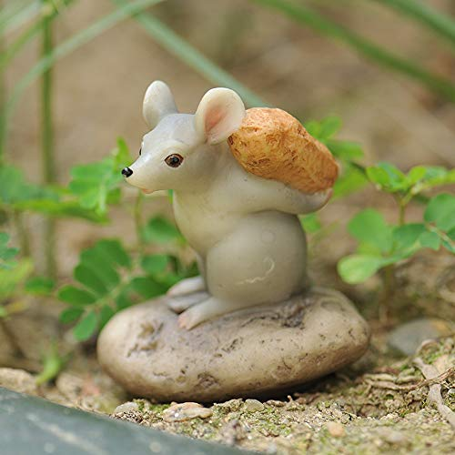 eTACH Creative Tiny Resin Mouse Small Animal Garden Ornaments Cute Crafts Gifts (with peanut)