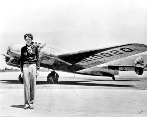 New 8x10 Photo: Flight Pioneer Amelia Earhart with her Lockheed Electra Airplane