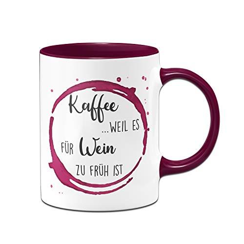 Tassenbrennerei Tasse mit Spruch Kaffee Weil es für Wein zu früh ist - Kaffeetasse lustig - Geschenk für Weinliebhaber - Spülmaschinenfest (Violett)