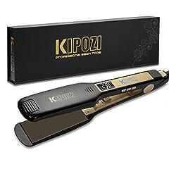 Idea Regalo - KIPOZI Piastra per Capelli Professionale, Piastra Larga in Titanio con Display Digitale LCD, Adatta a Tutti i Tipi di Capelli, Doppia Tensione (Nero)