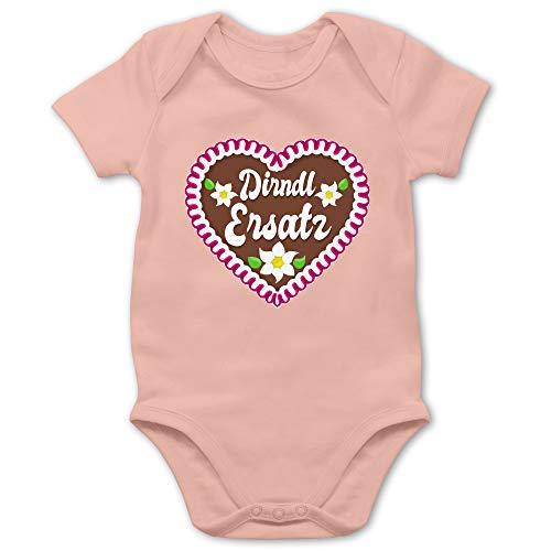 Shirtracer Oktoberfest & Wiesn Baby - Dirndl Ersatz mit Lebkuchen - 1/3 Monate - Babyrosa - Body Dirndl Baby - BZ10 - Baby Body Kurzarm für Jungen und Mädchen