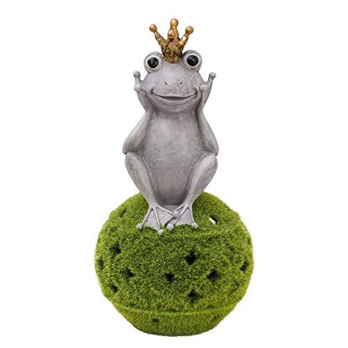 TERESA'S COLLECTIONS Solarleuchte Froschkönig Gartenfiguren auf Kugel beflockt mit Moos Kunstharz Frosch Dekofiguren 30.5cm Tierfigur Wetterfest Frühling Sommer Gartendeko für Außen MEHRWEGVERPACKUNG